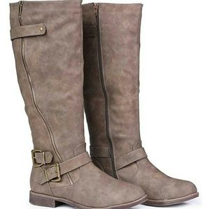 Shoes - Womens fall boots!